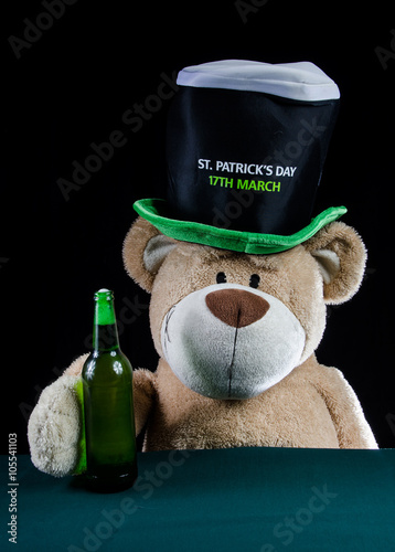 Winnie the Pooh drinking its beer on St. Patrick 's Day Wallpaper Mural
