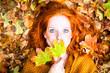 canvas print picture - Frau im Herbst