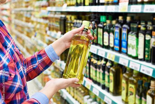 Fototapeta Buyer with sunflower oil in store obraz