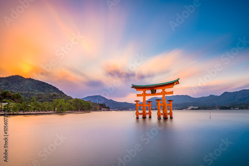 Photo sur Toile Japon Miyajima Shrine Gate in Hiroshima, Japan.