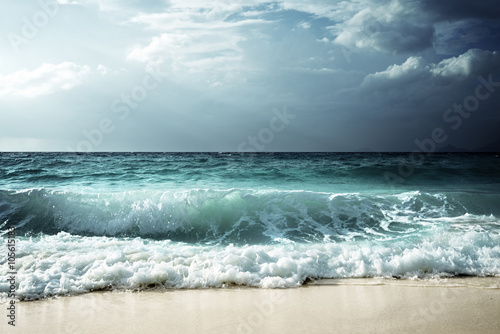 Fotobehang - waves at Seychelles beach