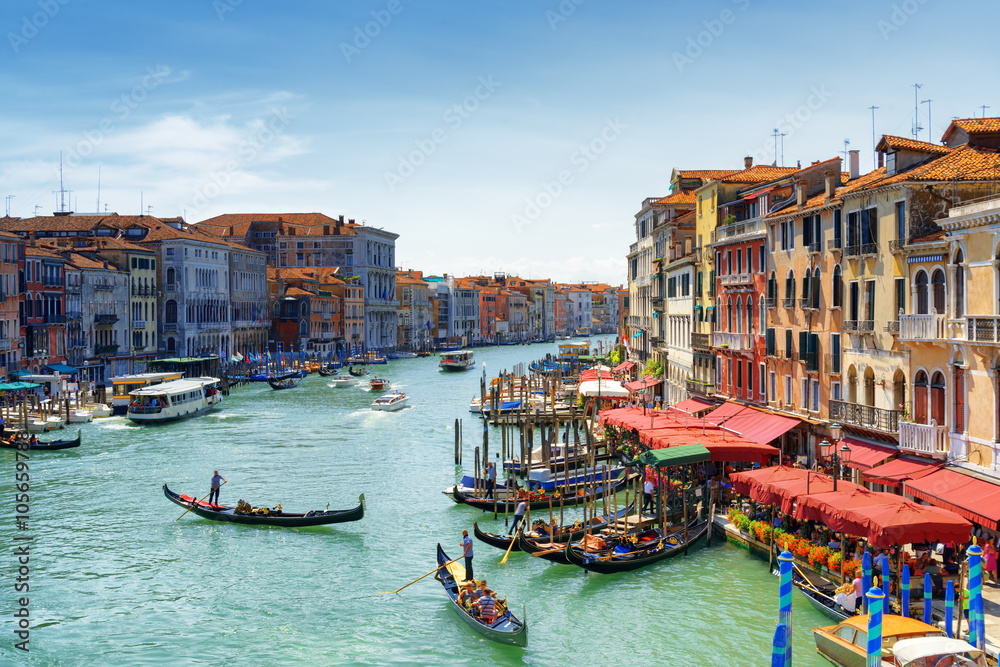 Photo  Beautiful view of the Grand Canal from the Rialto Bridge. Venice