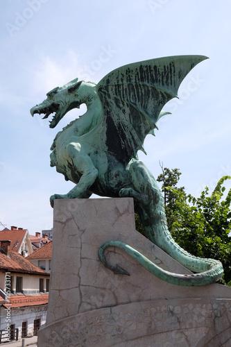 Cadres-photo bureau Dragons Dragon - symbol of the Slovenian capital on the Dragon Bridge in Ljubljana, Slovenia