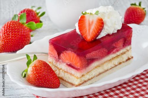 Fotografie, Obraz  Erdbeeren und Kuchen mit Sahne