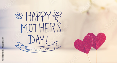 Fotografía  Mothers Day message with small red hearts