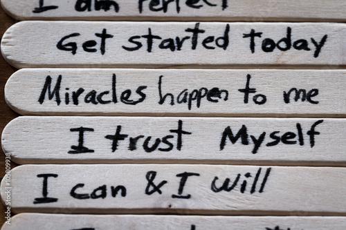 Fotografía  positive thoughts for self esteem building