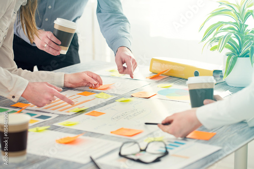 Obraz Brainstorming Brainstorm Business People Design Concepts - fototapety do salonu