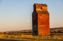 Old Abandoned Grain Elevator O...