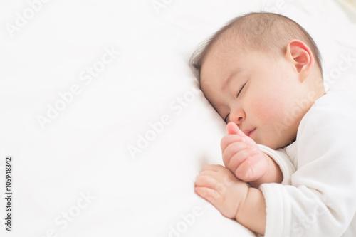 Wallpaper Mural よく眠る赤ちゃん