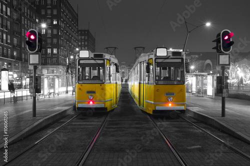 stary-tramwaj-w-centrum-budapesztu