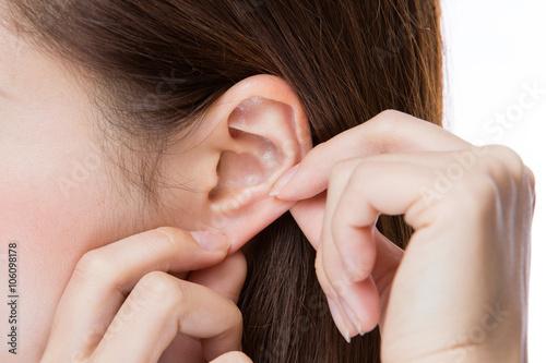 Canvas 耳クローズアップ・若い女性