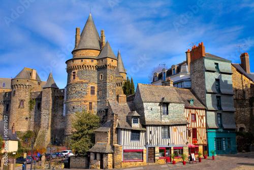 Fototapeta Vieilles maisons et château à Vitré, Bretagne  obraz