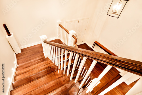 Papiers peints Escalier View of glossy wooden stairs from top showing the closed door