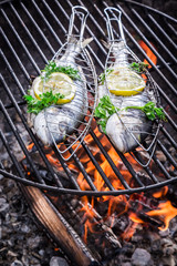 Panel Szklany Do steakhouse Tasty fish with herbs and lemon for grilling