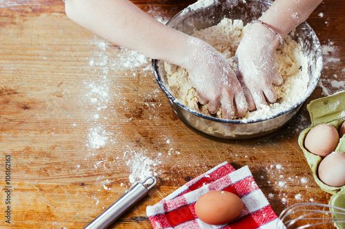 Foto op Plexiglas Koken Girl in the kitchen playing with flour