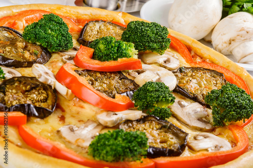 Pizza with vegetable - 106162356