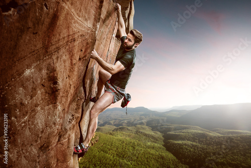 Photo sur Aluminium Alpinisme Climber on a cliff