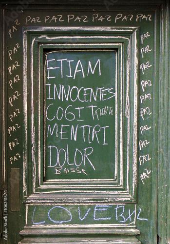 Photo  ETIAM INNOCENTES COGIT MENTIRI DOLOR