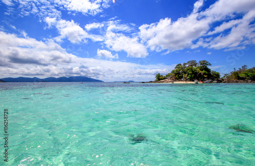 Spoed Foto op Canvas Eiland Clear sea water and blue sky with clouds