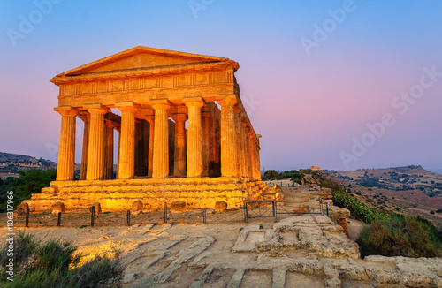 Temple of Concordia, Agrigento, Sicily, Italy Wallpaper Mural