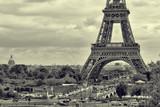 Panorama Wieża Eiffla w Paryżu. Vintage widok. Tour Eiffel stary styl retro. - 106375963
