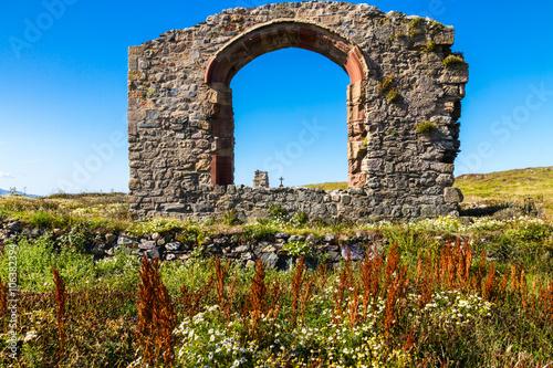 fototapeta na lodówkę Ruin of Llanddwyn chapel, Anglesey