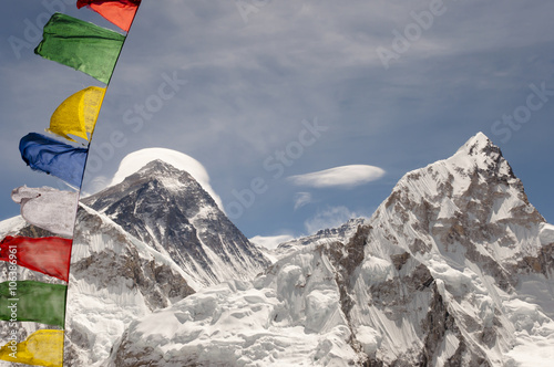 Wall mural - Mount Everest with Prayer Flags - Nepal