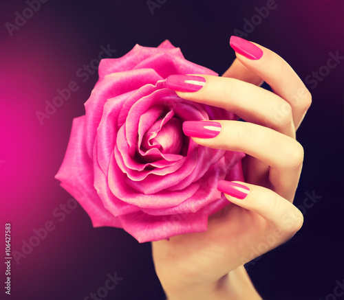 Elegant female hands with pink manicure on the nails Tablou Canvas