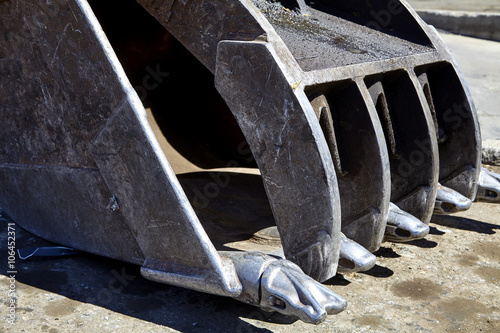 Photo  Recycling Excavator Bucket Clamshell Thumb Closeup