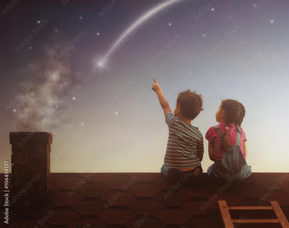 Fototapety, obrazy: Boy and girl make a wish
