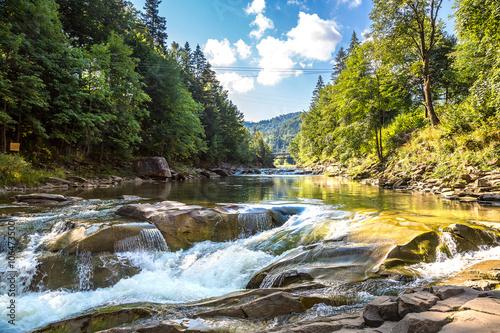 Foto auf AluDibond Fluss Yaremche, Carpathians, Ukraine