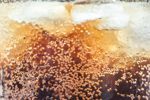 Valokuva  cola with ice cubes