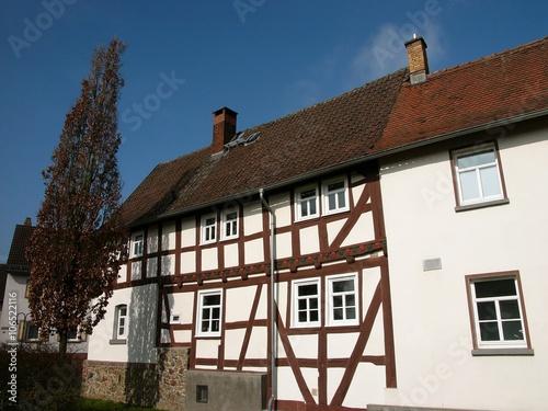 Schönes Fachwerkhaus mit braunem Fachwerk in Heuchelheim im Kreis Gießen in Mitt Canvas Print