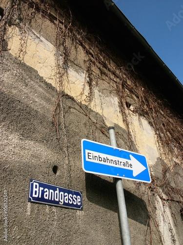 Hinweis auf eine Einbahnstraße in der Brandgasse in Heuchelheim an der Bieber in Canvas Print