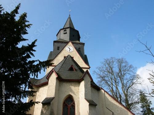 Die Martinskirche in Heuchelheim bei Gießen ist ein typisches Beispiel für eine Poster