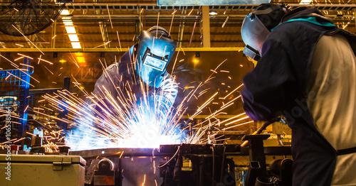Fotografía welder Industrial automotive part in factory