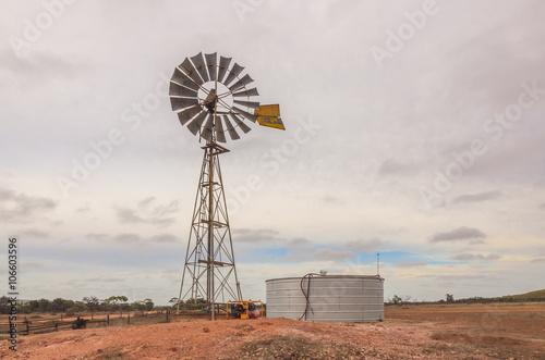 Deurstickers Droogte Australian outback old retro wind powered water pump and storag
