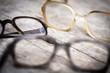 canvas print picture - Alte Hornbrillen oder Nerdbrillen auf Holztisch, Nahaufnahme