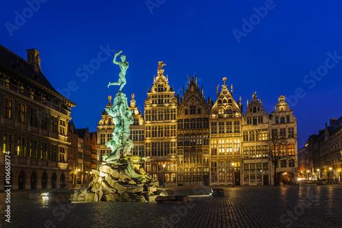 Poster Antwerpen Guildhouses in Grote Markt (Big Market Square) in the old town of Antwerp, Belgium at twilight