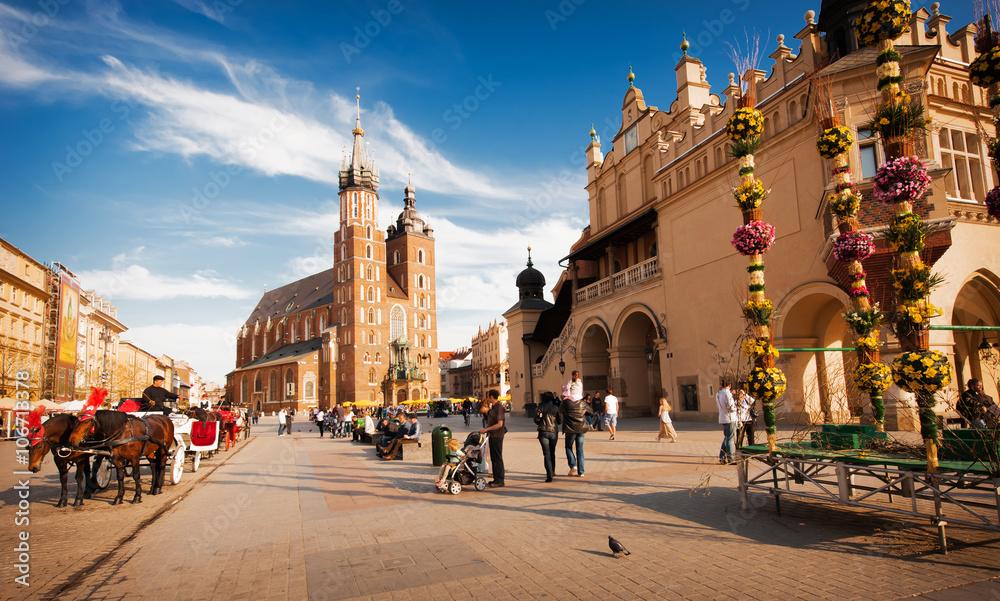 Fototapety, obrazy: Rynek Głowny w Krakowie. Widoczny kościół mariacki i Sukiennice