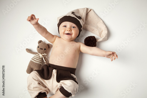 abb258ffb9c Baby spielt mit Teddy - Buy this stock photo and explore similar ...