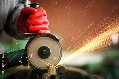 Photo  Metal sawing