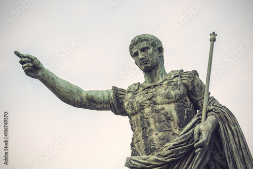 Photo Bronze statue of Augustus, the first emperor of Rome and father of the nation, R