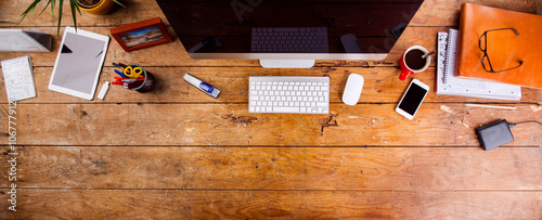 Fotografía  Desk with various gadgets and office supplies. Flat lay