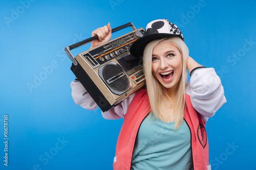Fotografia  Woman holding retro boom box