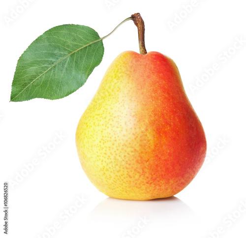 Obraz na płótnie pear with leaf isolated on white background