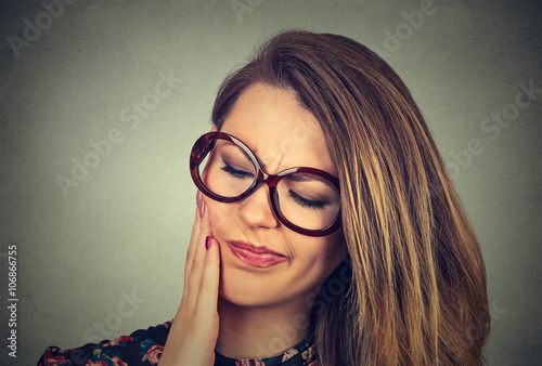 woman in glasses with sensitive toothache crown problem about to cry from pain Canvas-taulu