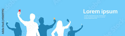 Fotografía People Group Silhouette Taking Selfie Photo On Cell Smart Phone Banner Copy Spac