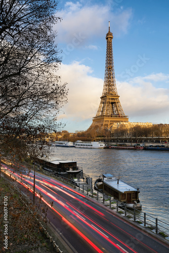 Printed kitchen splashbacks Before sunset at the Eiffel Tower along the Seine River in Paris, France (7th arrondissement)