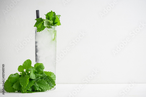 Valokuva  Mint julep in glass on the wooden background